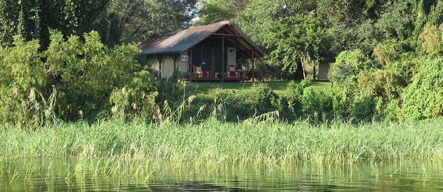 With facilities facing onto the manificent Zambezi River