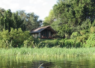m_shackletons-tiger-fishing-lodge-river-frontage