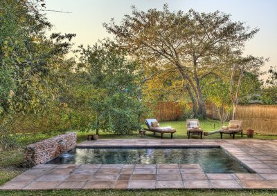 m_shackletons-tiger-fishing-lodge-swimming-pool